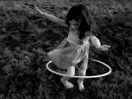 bambina-che-gioca_todd-gipstein_fd8c96_c