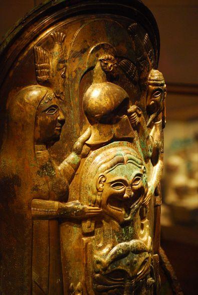 Dettaglio della parte anteriore di un carro etrusco