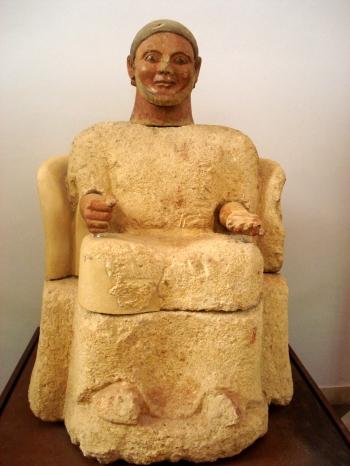 DSC00432_-_Statua_cineraria_etrusca_-_da_Chiusi_-_550-530_aC